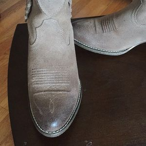 Ariat Shoes - Ariat boots.